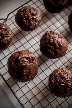 Muffins με σοκολάτα, μπανάνα και γιαούρτι