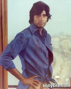 http://ebooktinkle.com Most memorable pose of film DEEWAR Amitabh Bachchan
