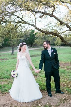 Austin Wedding | Kendall Plantation | Bride and Groom Portraits | Austin Wedding Venue | Outdoor Wedding | The Lees Photography | Wedding and Engagement Photography | Austin, Texas