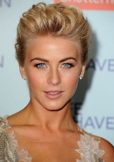 julianne kaye make up artist | Julianne Hough at the premiere of Safe Haven with makeup by Spencer ...