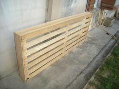 Simple tutorial for headboard from a pallet Radiator Cover, Home Bedroom, Radiators, Outdoor Furniture, Outdoor Decor, Projects To Try, Objects, Diy Crafts, House Design