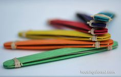 If you have musical kids that love to craft, they'll love these easy crafts for kids! You can turn items found around the house into musical instruments with these simple crafts for kids. Popsicle Stick Crafts, Popsicle Sticks, Craft Stick Crafts, Fun Crafts, Music Crafts, Craft Sticks, Projects For Kids, Diy For Kids, Crafts For Kids