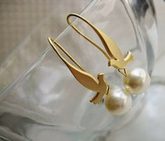 Your place to buy and sell all things handmade Ocean Jewelry, Bird Jewelry, Jewelry Box, Jewelry Accessories, Bird Earrings, Pearl Earrings, Peace Bird, Earring Trends, Pearl Color