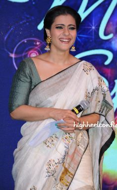 This talented actress who was always ridiculed for her fashion bloopers shocked everyone with her stunning appearance at the recently held Hindustan . Kajol Saree, Bollywood Saree, Bollywood Actress, Beautiful Saree, Beautiful Indian Actress, Saree Floral, Checks Saree, Divas, Saree Trends
