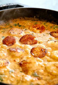 Creamy Tuscan Spaghetti with Jumbo Scallops has the most amazing, creamy sauce! #seafood #pastarecipes #dinnerrecipes #scallops Creamy Seafood Pasta, Creamy Spaghetti, Pasta Spaghetti, Shrimp Pasta, Seafood Salad, Seafood Recipes, Pasta Recipes, Cooking Recipes, Fish Recipes