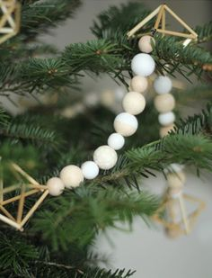 scandinavian_christmas_idea_garland_wood_diy_tree_natural