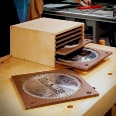 Make a place to store all of the saw blades for your circular saw, miter saw, an. - Make a place to store all of the saw blades for your circular saw, miter saw, and table saw - Woodworking Jigsaw, Best Woodworking Tools, Woodworking Store, Easy Woodworking Projects, Woodworking Bench, Welding Projects, Saw Blade Storage, Serra Circular, Best Circular Saw