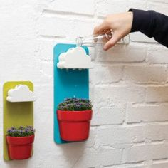 """Nuage arrosoir """"Rainy Pot"""" by Seungbin Jeong -- waters small indoor plants bit by bit throughout the day Wall Mounted Planters, Wall Planters, Hanging Pots, Hanging Herbs, Herb Planters, Diy Cadeau, Goods Home Furnishings, Red Dots, Cool Gadgets"""
