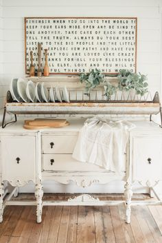 It's always fun to check out some Fun Farmhouse Repurposed DIYS and today we have 17 Ravishing Repurposed DIYS and Ideas. From Cheese Graters turning into Functional Farmhouse Wall Art to a Crib turned French Farmhouse Sofa…to and old dresser to Farmhouse End tables and much much more. The projects come with DIYS that you …