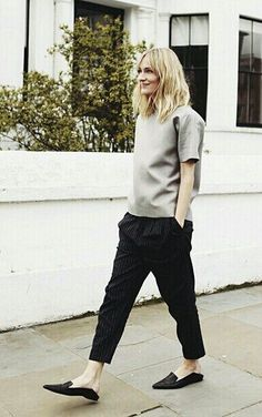 street style / grey and black outfit Look Street Style, Street Chic, Street Styles, Looks Style, Style Me, Look Fashion, Autumn Fashion, Baggy Pants, Cropped Pants