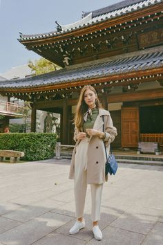 Filipino fashion and travel blogger-photographer Tricia Gosingtian visits Joten-ji and Shofuku-ji in Fukuoka, Japan.