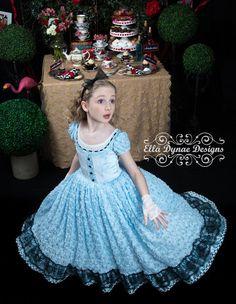 Alice in Wonderland Costume Tutu Dress por EllaDynae en Etsy