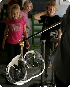 Did you know you and your kids can try glass blowing in #Ottawa? Here's the scoop!