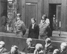 Herta Oberhauser, que foi médica no campo de concentração de Ravenbrueck, é sentenciada no Julgamento dos Médicos em Nuremberg. Oberhauser foi considerada culpada por realizar experiências médicas nos prisioneiros dos campos e foi sentenciada a 20 anos de prisão. Nuremberg, Alemanha, 20 de agosto de 1947.