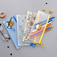 Gudetama Lazy Egg Pencil Case Silly little egg Gudetama is having another lazy day. Let this cute transparent pencil case bring smile on your face with its cute Japanese Gudetama illustrations. Pencil Boxes, Pencil Pouch, Cute Stationary, Stationary Store, Cute Pencil Case, Lazy Egg, Kawaii Pens, Pen Shop, Cute School Supplies