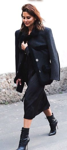Christine Centenera's Street Style in Milan. Autumn Inspiration, Style Inspiration, Christine Centenera, Vogue Australia, Street Style Looks, Fashion Editor, Back To Black, Street Chic, Style Me