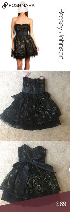 "Betsey Johnson party Dress in Black and Gold 4 Very pretty classic ""Jinglebells"" party dress by Betsey Johnson. A-Line, strapless, above-knee length and lots of tulle. Perfect for prom, New Years and holiday parties. Betsey Johnson Dresses Mini"