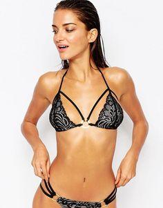 Pin for Later: 42 Maillots de Bain Pour les Filles Qui Ont une Petite Poitrine  Ann Summers - Mai - Top de bikini en dentelle coupe triangle (26€)