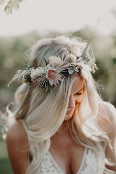 Totally adoring this wildly refined bridal crown perfect for a summer boho bride. - Totally adoring this wildly refined bridal crown perfect for a summer boho bride. Image by Corey Lynn Tucker Photography Flower Crown Wedding, Wedding Hair Flowers, Bridal Crown, Bridal Flowers, Flowers In Hair, Crown Flower, Wedding Flower Headbands, Bride Flower Crowns, Simple Flower Crown