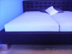 černá postel 4000