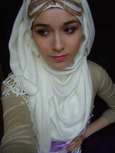 How to wear hijab tutorial guides you in creating unique hijab styles by using your own skills. Hijab means to hide the body Muslim Women Fashion, Islamic Fashion, Woman Fashion, Hijab Styles, Girl Hijab, Hijab Outfit, Niqab, Hijab Fashion Summer, How To Wear Hijab
