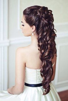 If my hair was longer, this would be my hairstyle for my wedding day. <3