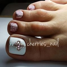 Fabulous Nails Art Designs For Your Toes- Fabulous Nails Art Designs For Your Toes Sometimes fabulous nails are exactly that one last thing missing on the way to the creation of the unique look. Check out our ideas for your toes! Pretty Toe Nails, Cute Toe Nails, Pretty Toes, Love Nails, My Nails, Pedicure Designs, Pedicure Nail Art, Toe Nail Designs, Pedicure Ideas