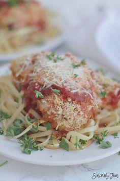 Chicken Parmesan - Baked Chicken Parmesan - 5 Ingredient Dinner Recipe - Healthy Chicken Parmesan - Chicken Parmesan recipe | www.SincerelyJean.com