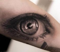 tatouage homme 3D magnifique: oeil réaliste sur le bras