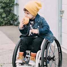 IZ adores: @crue_zer  We can only hope to be so stylish.. And to look so cute eating doughnuts.