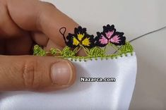 This Pin was discovered by HUZ Knitted Poncho, Knitted Shawls, Crochet Borders, Crochet Patterns, Crochet Ideas, Knit Shoes, Needle Lace, Crochet Handbags, Sweater Design