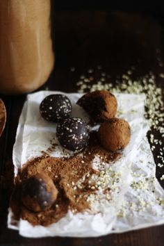 Raw Vegan Chocolate Truffles in 5 minutes.  A quick delicious recipe that really can be done in 5 minutes! YUM. #smarthomesforliving