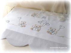 disegno di orsetti e cappe per un lenzuolino da culla