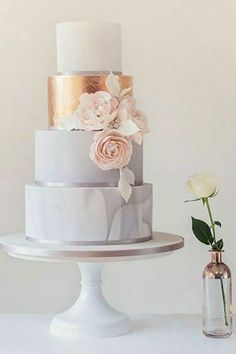 Gold Wedding Cakes Gold and Marble Wedding Cake Inspiration Amazing Wedding Cakes, Elegant Wedding Cakes, Wedding Cake Designs, Cake Wedding, Wedding Venues, Vintage Wedding Cakes, Wedding Ceremony, Fruit Wedding, Wedding Scene