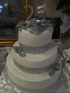 25th wedding anniversary cakes | 25th Anniversary cake Anniversary Cake Pictures, 25th Wedding Anniversary Cakes, 25th Birthday Cakes, Make Birthday Cake, Anniversary Dinner, Silver Anniversary, Anniversary Parties, Anniversary Ideas, Anniversary Decorations
