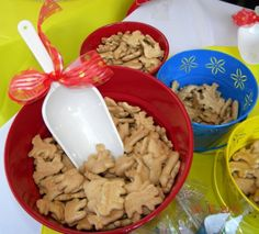 CIRCUS Birthday - animal crackers in colorful buckets