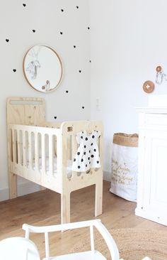 Sneak peek: de eerste foto's van onze babykamer (+ shoptips) – Baby Ideas Baby Bedroom, Nursery Room, Kids Bedroom, Nursery Decor, Baby Crib Diy, Baby Cribs, Classic Home Furniture, Baby Room Furniture, Nursery Neutral