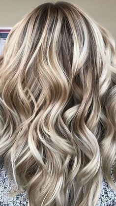 If you want a more natural-looking blonde this winter, this multidimensional look will surely do the trick, as it blends warm blonde and brown tones together in order to help your color look pop.