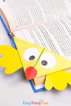 This cute chick corner bookmark is an easy origami for kids to make and they'll love using it in their favorite books! Crafts Chick Corner Bookmark – Origami For Kids Arts And Crafts For Teens, Art And Craft Videos, Paper Crafts For Kids, Fun Crafts, Art For Kids, Rock Crafts, Origami Simple, Easy Origami For Kids, Useful Origami