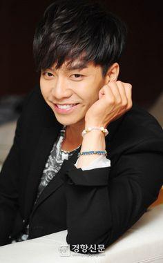 Lee Seung-gi (이승기) - Picture @ HanCinema :: The Korean Movie and Drama Database Asian Actors, Korean Actors, Kdrama, Lee Seung Gi, Great Smiles, Leeteuk, Gong Yoo, Ji Chang Wook, Asian Men