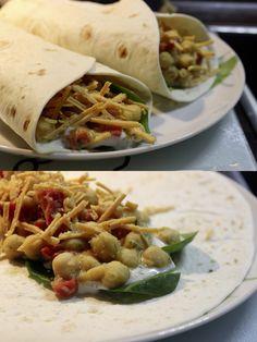 Sieht wirklich lecker aus! Johannas Abendessen: Wraps mit Gemüse und Kichererbsen. http://www.eatupyourgreens.de/allgemein/vegan-wednesday-10-35/