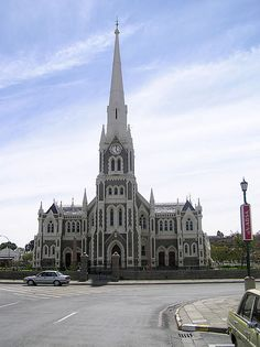 English: The Dutch Reformed Church (Grotekerk) in Graaff-Reinet, Local Municipality Camdeboo , District Municipality Cacadu , Province Eastern Cape , South Africa. Built from Reproduction of the Salisbury Cathedral Table Mountain Cape Town, Africa Destinations, Namibia, Church Architecture, Church Building, Out Of Africa, Place Of Worship, Kirchen, Great Places