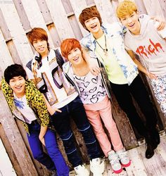 SHINee....they look so young :)