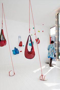 tassen aan katrollen