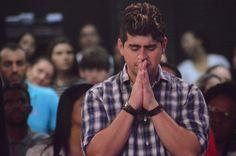 """""""Orai sem cessar"""".(1Ts 5.17) A oração é a nossa respiração espiritual. Não há vida espiritual sem oração, pois ela nos liga aos céus, nos liga ao coração do Pai. Orar não é apenas falar com Deus, mas, sim, ter comunhão com Ele. É ouvi-Lo no que Ele tem a nos dizer. É discernir Sua voz …"""