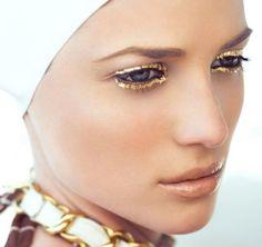 Gold Leaves: www. Editorial makeup Fashion makeup Gold makeup Gold Leaves: www. Metallic Makeup, Rose Gold Makeup, Metallic Gold, Makeup Inspo, Makeup Inspiration, Makeup Ideas, Skin Makeup, Beauty Makeup, Gold Eyeliner