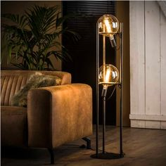 The Alexander floor lamp with 2 light bulbs) has been specially developed and is suitable for two LED light sources with a diameter of 200 mm. This industrial floor lamp is finished in old silver which gives the lamp a vintage touch. Industrial Floor Lamps, Industrial Interiors, Luminaire Design Pas Cher, Deco Luminaire, Interior Design Living Room, Living Room Decor, Retro Lampe, Cool Floor Lamps, Lamp Design