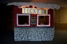 INCREDIBLE Polar Express Theme.  Great Christmas family project.