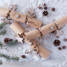 How to Make Rustic Kraft Crackers – christmas crackers Kirstie's Homemade Christmas, Diy Christmas Crackers, Natural Christmas, Christmas Makes, Diy Christmas Gifts, Rustic Christmas, Handmade Christmas, Christmas Decorations, Christmas Craft Fair