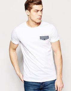 T-Shirt von Jack & Jones weiches Jersey Rundhalsausschnitt bedruckte Brusttasche reguläre Passform - entspricht den Größenangaben Maschinenwäsche 100% Baumwolle Model trägt Größe M und ist 188 cm/6 Fuß 2 Zoll groß